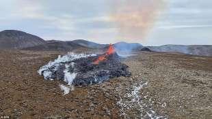 eruzione vulcano valle di geldinga, in islanda 14