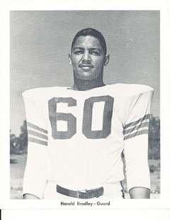 harold bradley giocatore di football nel 1955