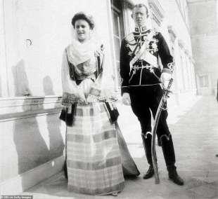 i genitori di filippo la principessa alice e il principe andrea di grecia