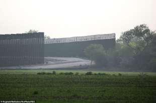 il muro al confine tra usa e messico in texas