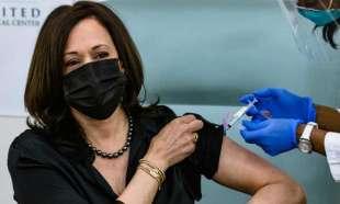 kamala harris e il vaccino contro il coronavirus