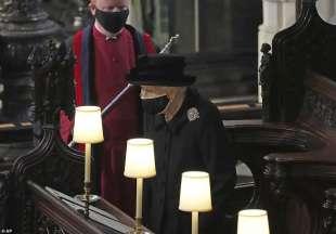 la regina elisabetta al funerale del principe filippo 1