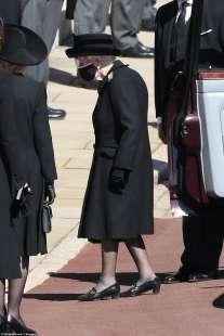 la regina elisabetta al funerale del principe filippo 2