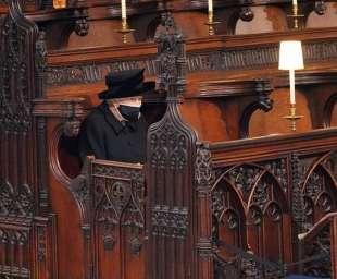 la regina elisabetta al funerale del principe filippo 6