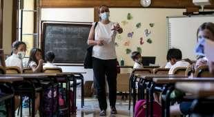 maestra con mascherina