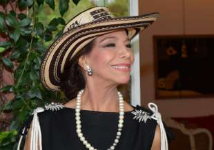 marisela federici col cappello colombiano foto di bacco