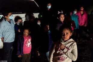 migranti al confine usa messico 2