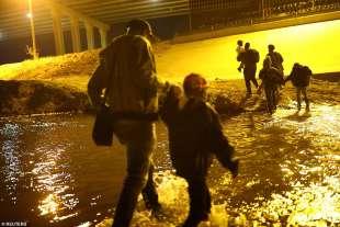 migranti attraversano il rio bravo 4
