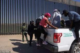 migranti dal centro america fermati al confine