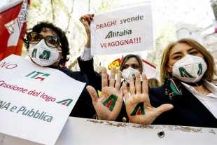 protesta dei dipendenti alitalia