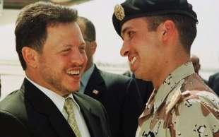 RE ABDALLAH II CON IL FRATELLASTRO HAMZAH NEL 2001