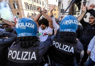 scontri tra ristoratori e polizia davanti montecitorio 14