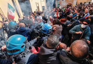 scontri tra ristoratori e polizia davanti montecitorio 17
