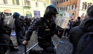 scontri tra ristoratori e polizia davanti montecitorio 3
