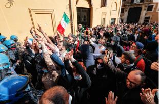 scontri tra ristoratori e polizia davanti montecitorio 4