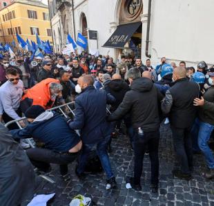 scontri tra ristoratori e polizia davanti montecitorio. 44