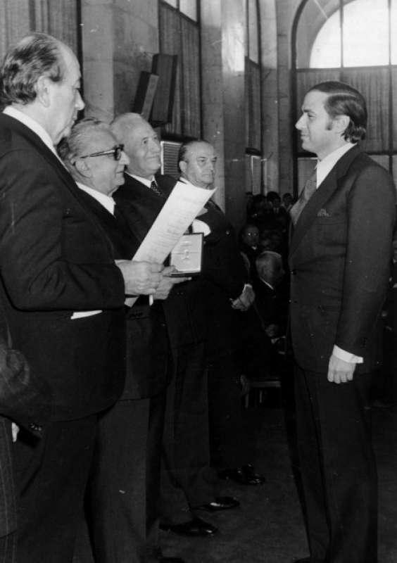 SILVIO BERLUSCONI NOMINATO CAVALIERE DEL LAVORO NEL 1977