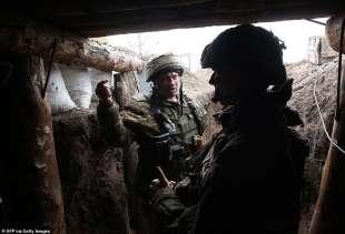 soldati ucraini a marinka, donetsk