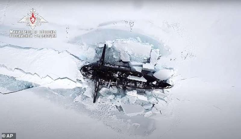 sottomarini russi nella base artica