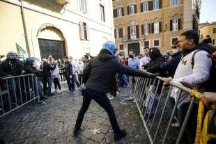 tensioni a montecitorio alla protesta dei ristoratori e partite iva 6