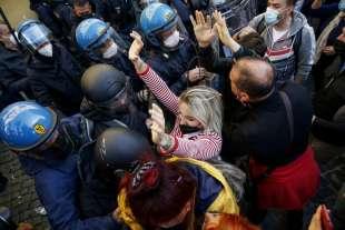 tensioni a montecitorio alla protesta dei ristoratori e partite iva 9
