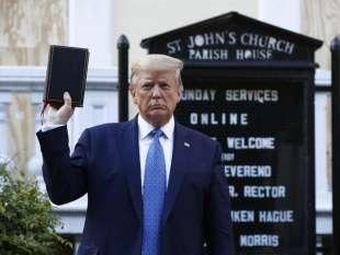 trump bibbia