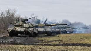 truppe ucraine al confine con la crimea
