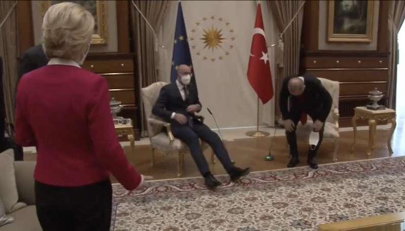 ursula von der leyen lasciata senza poltrona da erdogan e michel