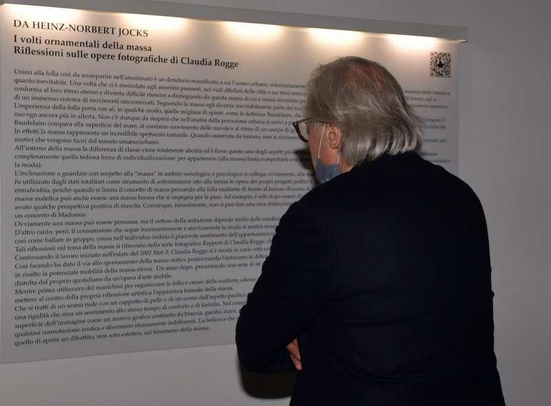 vittorio sgarbi visita la mostra foto di bacco (8)