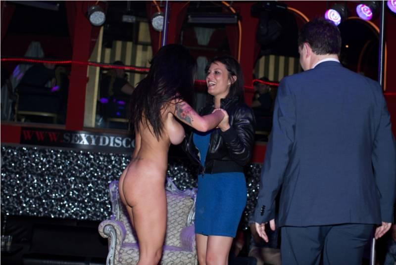 image Dott max e le busty girls scena n 3