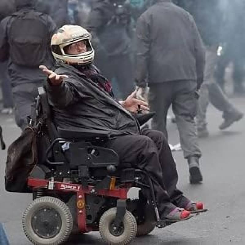 Anarchico su sedia a rotelle dago fotogallery for Vecchio in sedia a rotelle