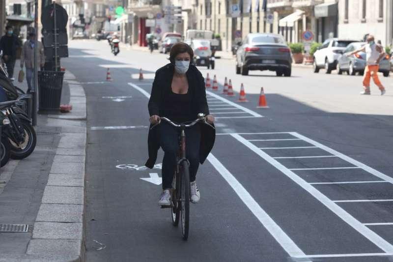 coronavirus bicicletta milano