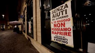 i cartelli nei negozi del centro di roma che rischiano di chiudere 10