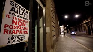 i cartelli nei negozi del centro di roma che rischiano di chiudere 4