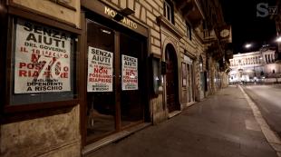 i cartelli nei negozi del centro di roma che rischiano di chiudere 6