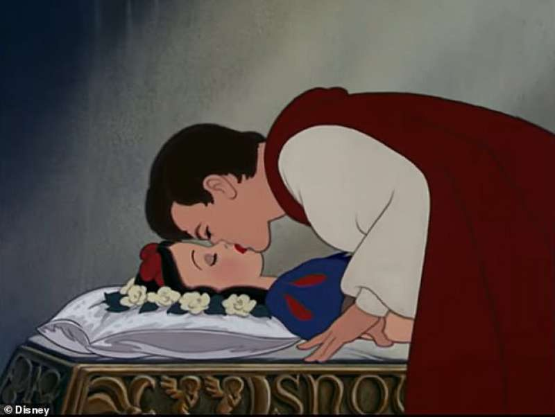 biancaneve bacio