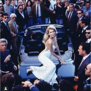 claudia schiffer valentino advertising campaign 1995 roma dolce vita ph arthur elgort