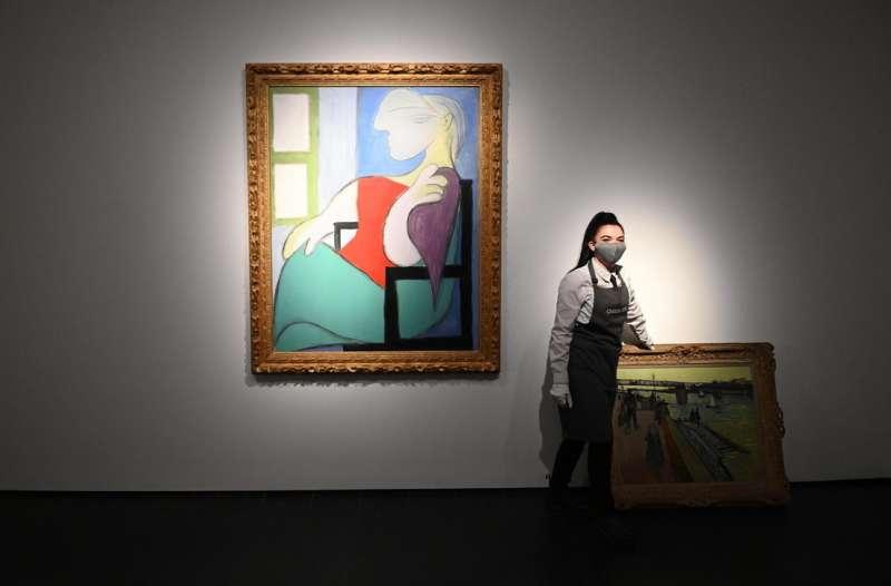 donna seduta vicino a una finestra picasso 3