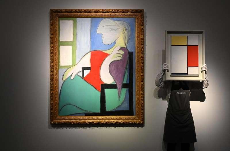 donna seduta vicino a una finestra picasso 5