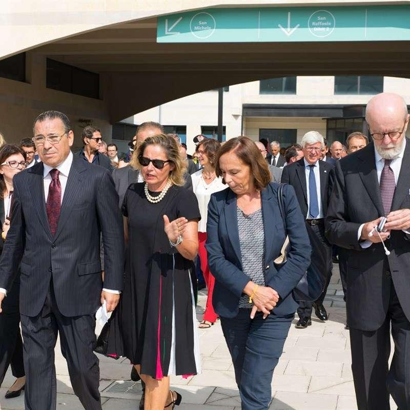 Kamel Ghribi con Gilda Gastaldi, Luciana Lamorgese e Enrico Cucchiani, Presidente del San Raffael, Milano