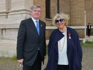 l ambasciatore tomaz kunstelj e alda fendi foto di bacco