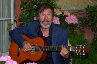 l artista corrado veneziano in versione chitarrista foto di bacco (1)