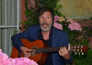 l artista corrado veneziano in versione chitarrista foto di bacco (2)