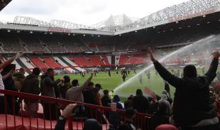 manchester united tifosi protestano contro glazer