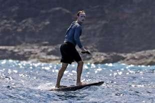 mark zuckerberg alle hawaii con troppa crema solare