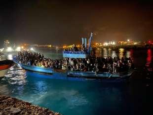 migranti lampedusa 14