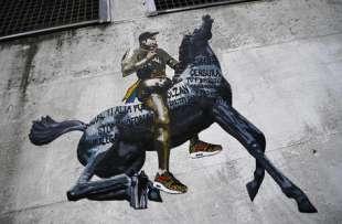 murales con fedez sul cavallo della rai