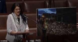 rashida tlaib con la kefiah al congresso