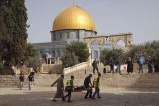 scontri alla moschea