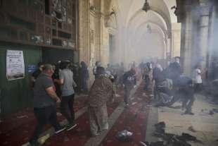 scontri vicino alla moschea